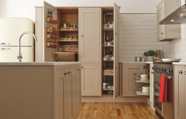 Thiết kế tủ bếp nên chọn Ngăn Kéo hay cửa mở Bản Lề